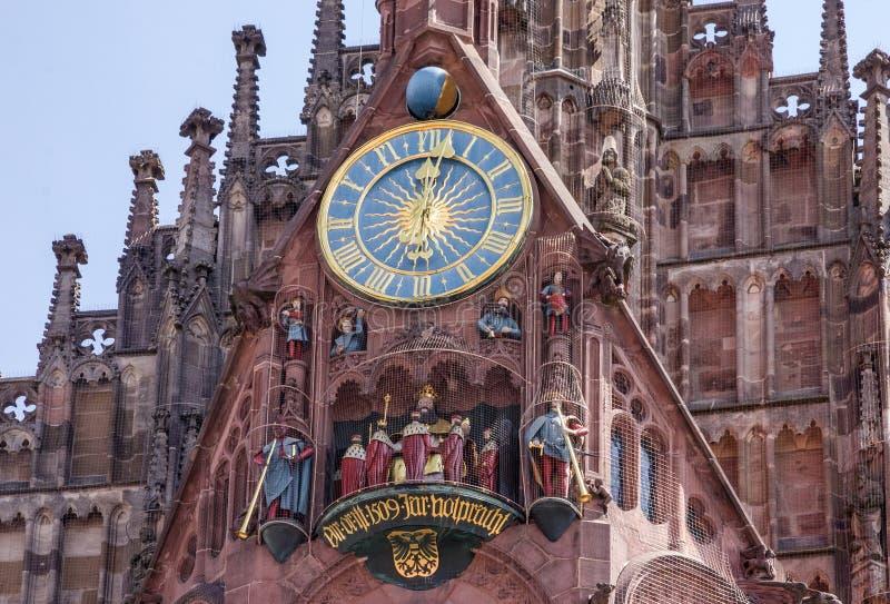 Nuremberg, Bavière, Allemagne Église sur la place de Hauptmarkt photo stock