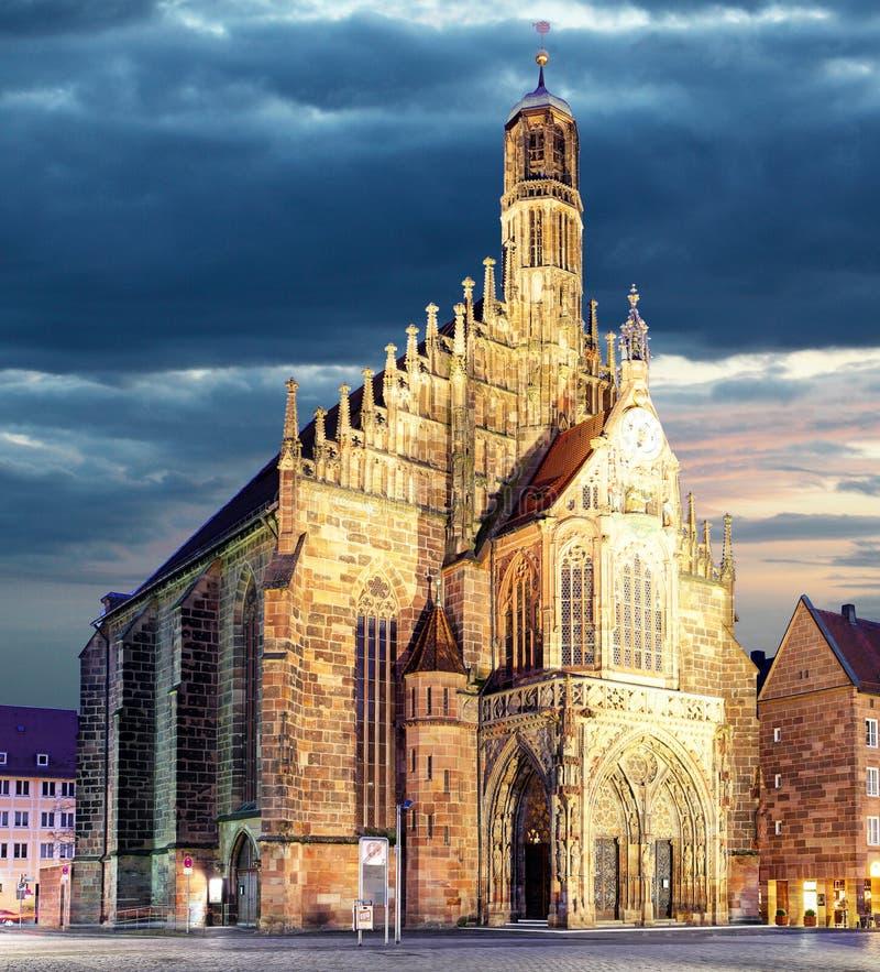 Nuremberg Hauptmarkt - domkyrka, Bayern, Tyskland royaltyfri bild