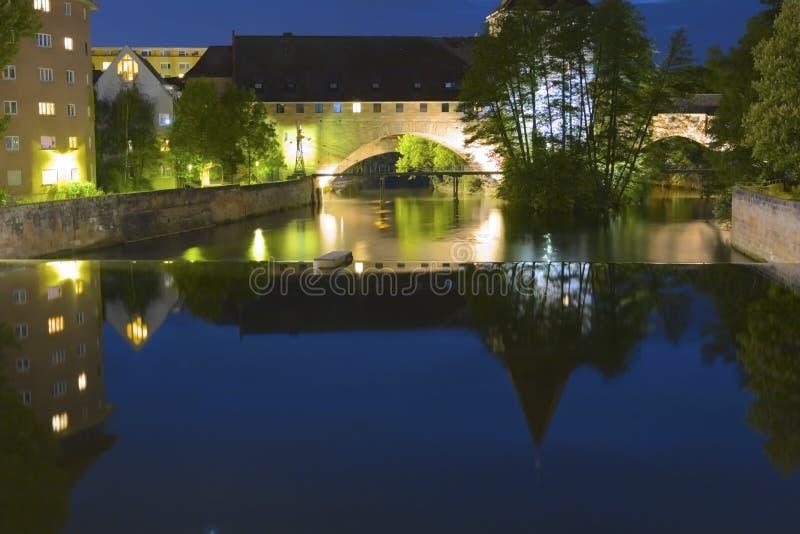 Nuremberg par nuit photos stock