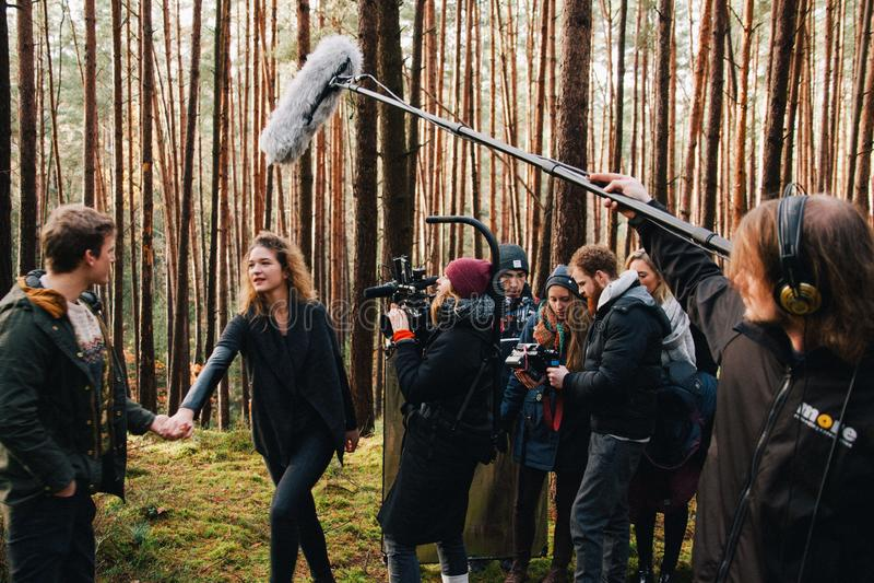 8 9 2017 Nuremberg, Tyskland: Bak platsen Plats för film för filmande för lag för filmbesättning på utomhus- läge Gruppbiouppsätt arkivfoto