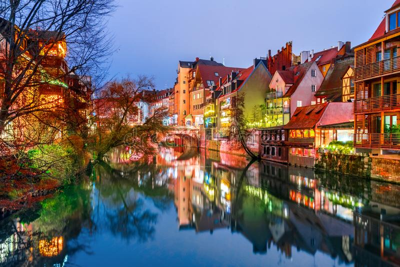 Nuremberg y Pegnitz River Old Bavaria, Alemania foto de archivo