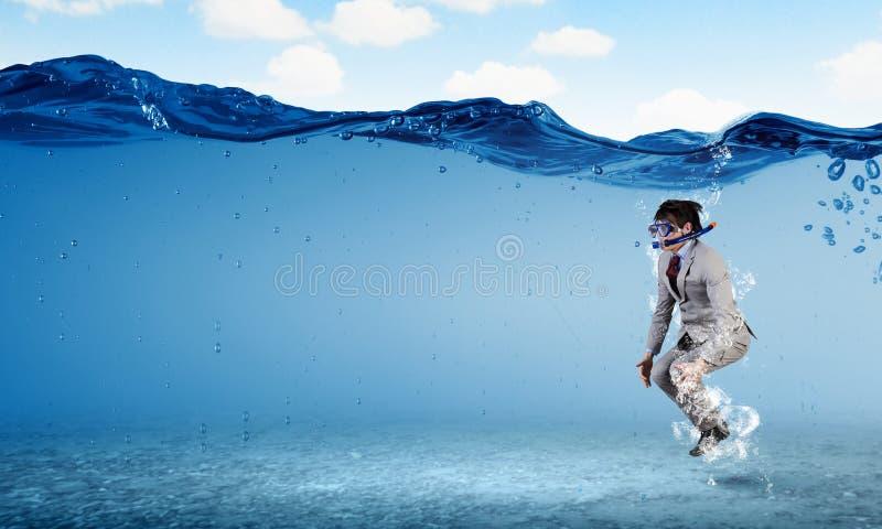 Nurkować w wodnym biznesmenie zdjęcia stock