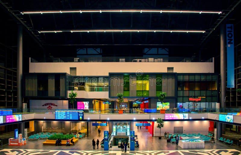 Nurly Zhol för järnvägsstationAstana ` `, royaltyfri bild