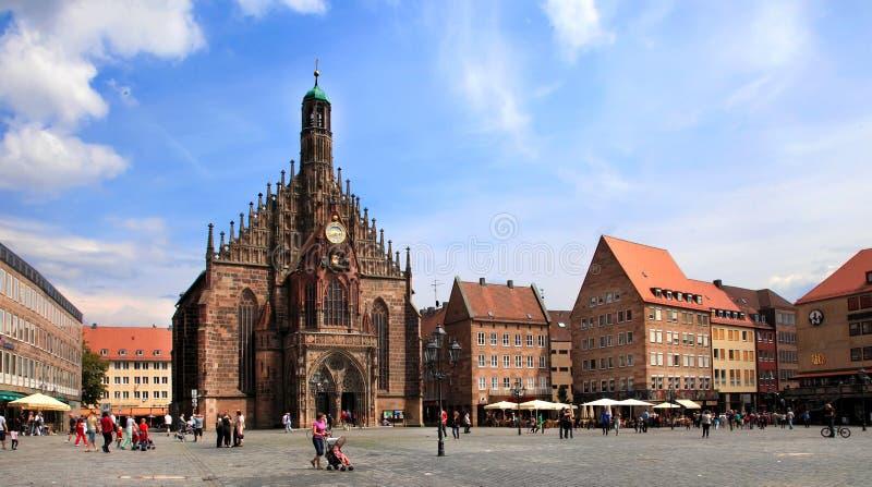 NURNBERG, ALEMANHA - 13 DE JULHO DE 2014: O Frauenkirche (igreja do La fotografia de stock