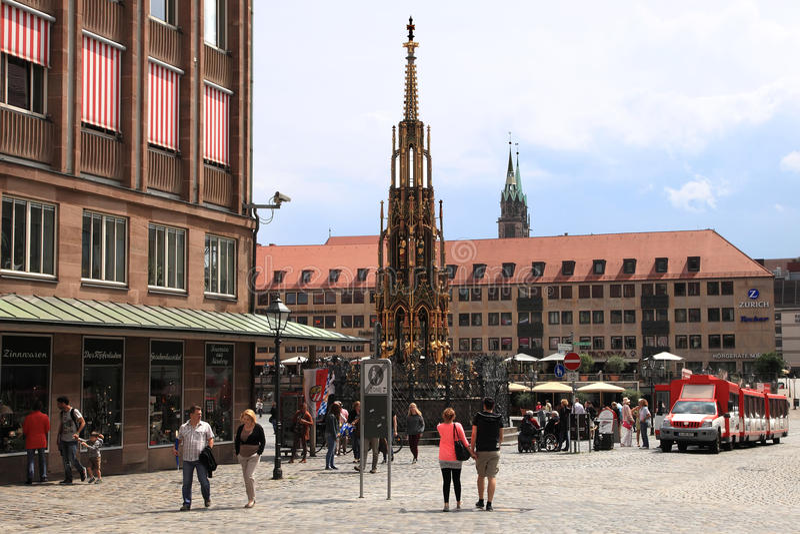 NURNBERG, ALLEMAGNE - 13 JUILLET 2014 : Hauptmarkt, la place centrale photographie stock libre de droits