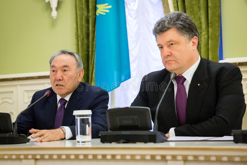 Nursultan Nazarbayev e Petro Poroshenko fotografia de stock royalty free
