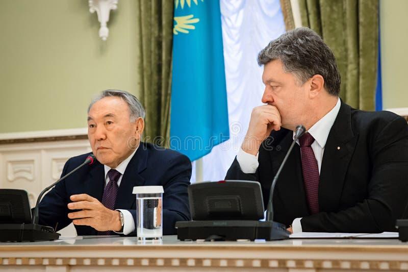 Nursultan Nazarbayev e Petro Poroshenko fotos de stock royalty free