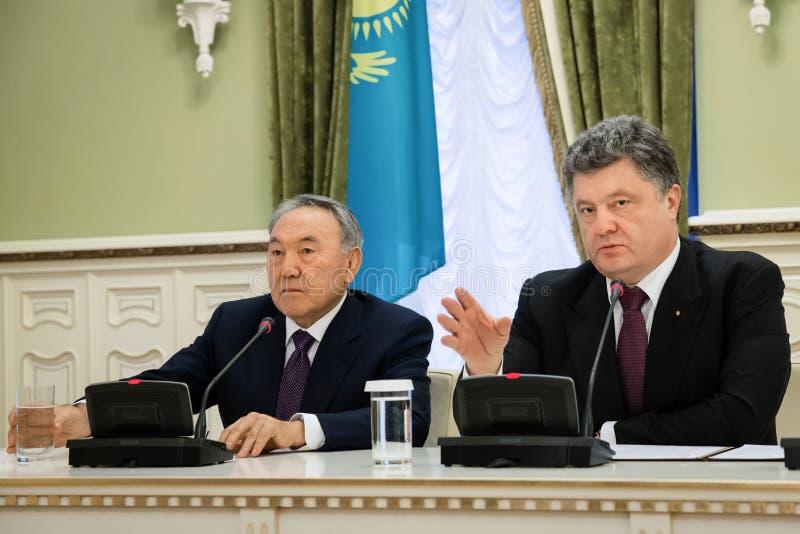 Nursultan Nazarbayev en Petro Poroshenko stock afbeeldingen