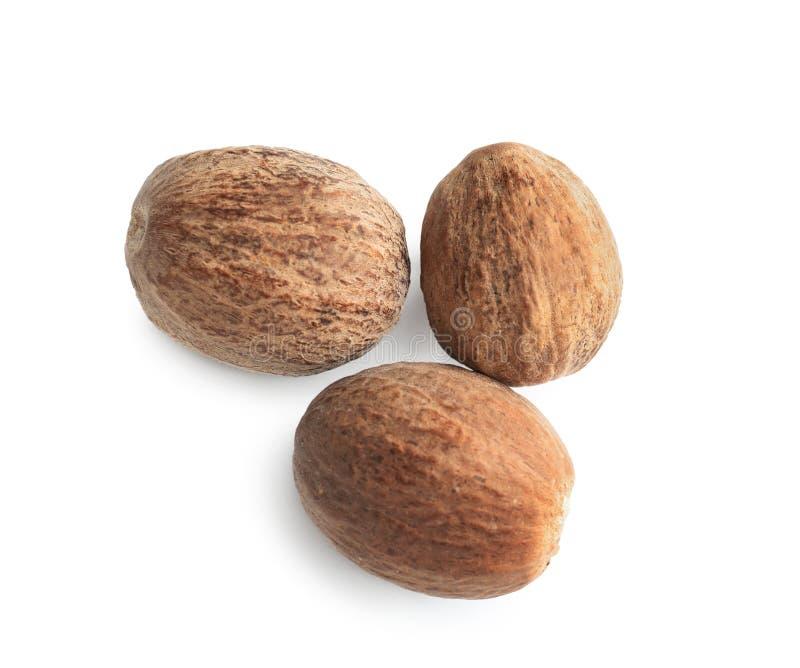 Nutmegs στο άσπρο υπόβαθρο στοκ εικόνα με δικαίωμα ελεύθερης χρήσης