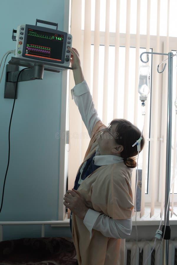 Download Enfermeira Com Monitor Paciente Imagem de Stock - Imagem de humano, exam: 29825195