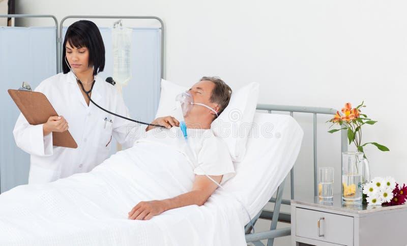 Nutra o whith seu paciente maduro fotografia de stock