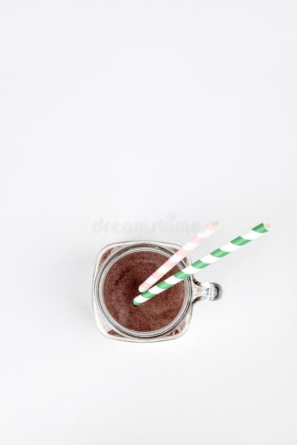 Nutrición de los deportes con la sacudida de la proteína del chocolate, visión superior Copie el espacio fotografía de archivo libre de regalías