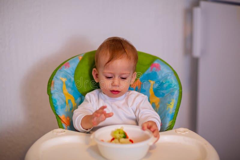 Nutrition saine pour des enfants nourriture végétale pour le nourrisson Enfants photos stock