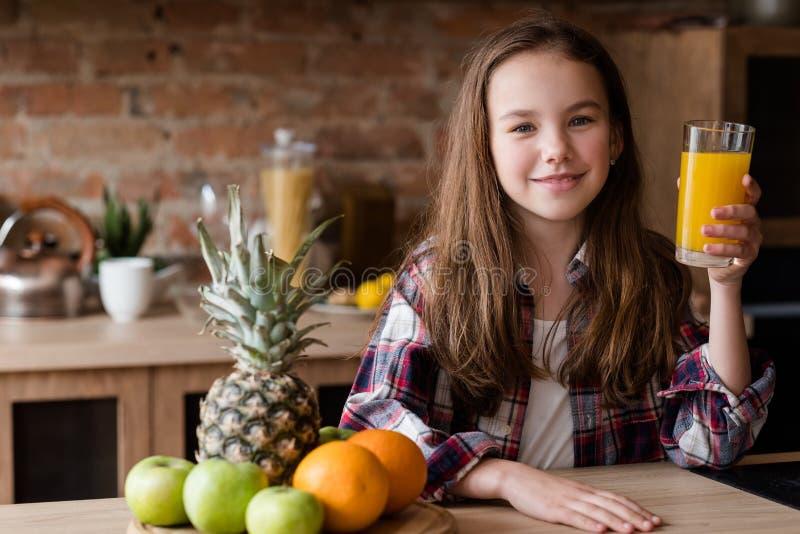 Nutrizione fresca di dieta del bambino del succo di mattina sana fotografia stock