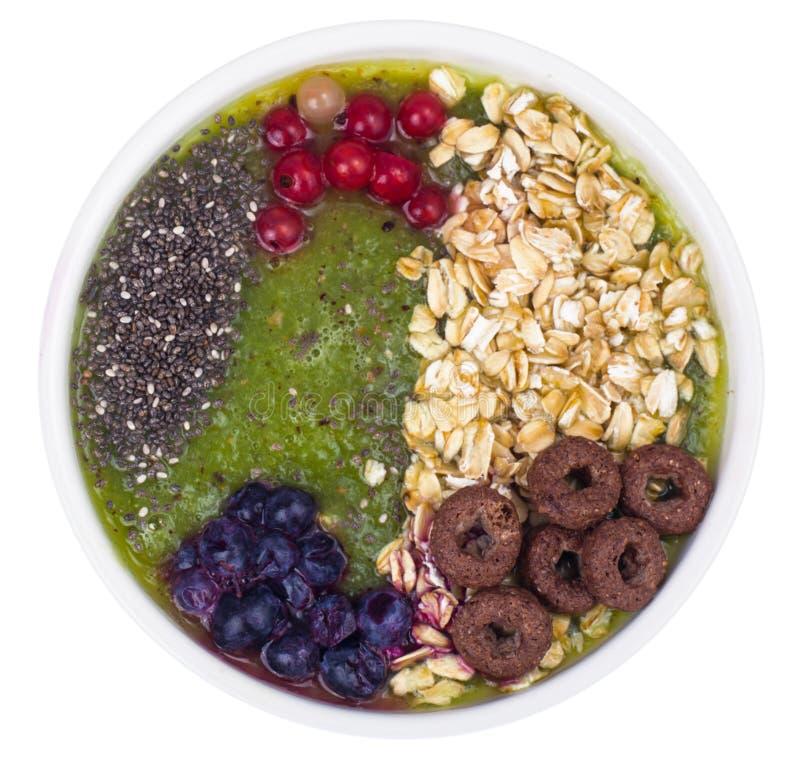 Nutrizione-frutta e Berry Smoothie With Oat Flakes e Chia Seeds vegetariani in buona salute fotografia stock