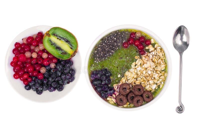 Nutrizione-frutta e Berry Smoothie With Oat Flakes e Chia Seeds vegetariani in buona salute immagine stock libera da diritti