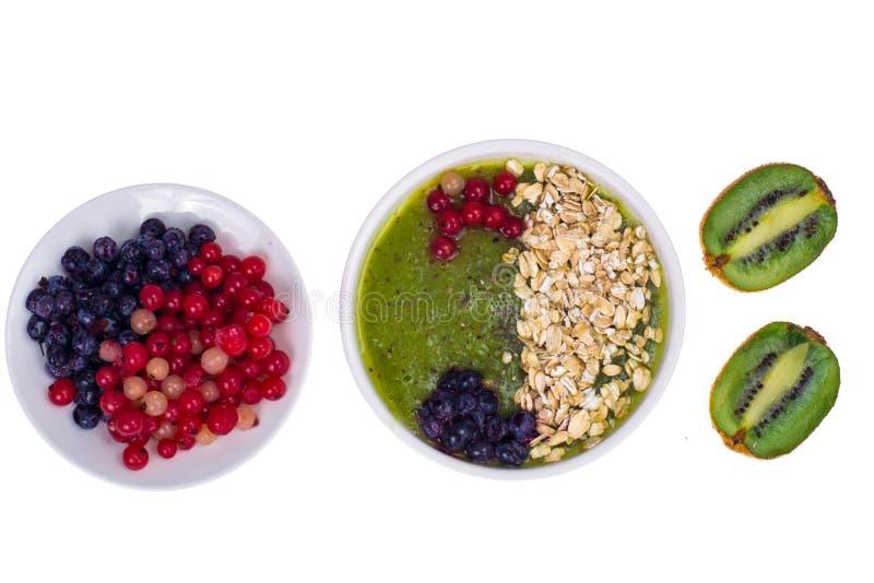 Nutrizione-frutta e Berry Smoothie With Oat Flakes e Chia Seeds vegetariani in buona salute fotografia stock libera da diritti