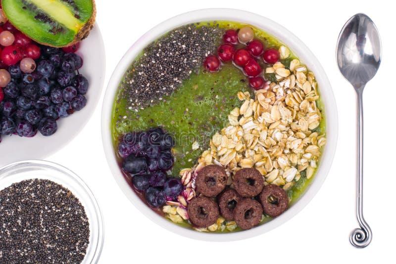 Nutrizione-frutta e Berry Smoothie With Oat Flakes e Chia Seeds vegetariani in buona salute fotografie stock libere da diritti