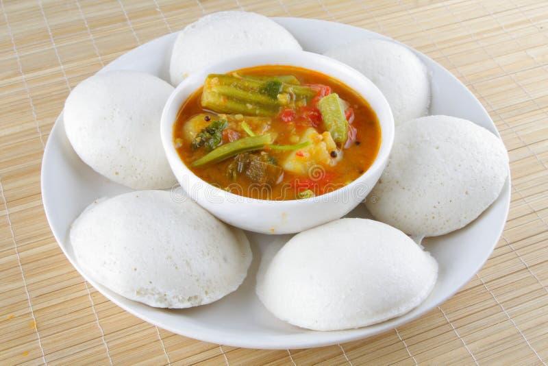 Nutteloos gediend met sambar stock afbeelding