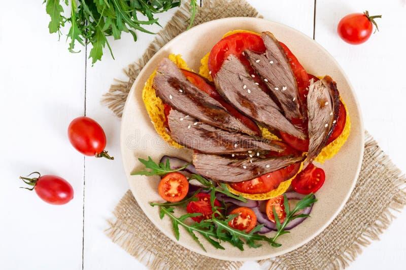 Nuttige sandwiches: gansborst op pompoenbrood stock foto's