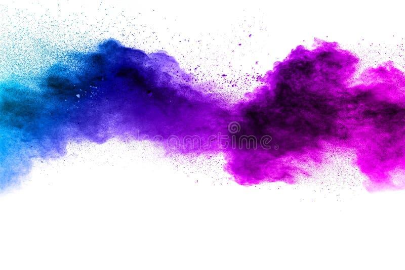 Nuvem Azul-roxa da explosão do pó da cor isolada no fundo branco fotos de stock royalty free