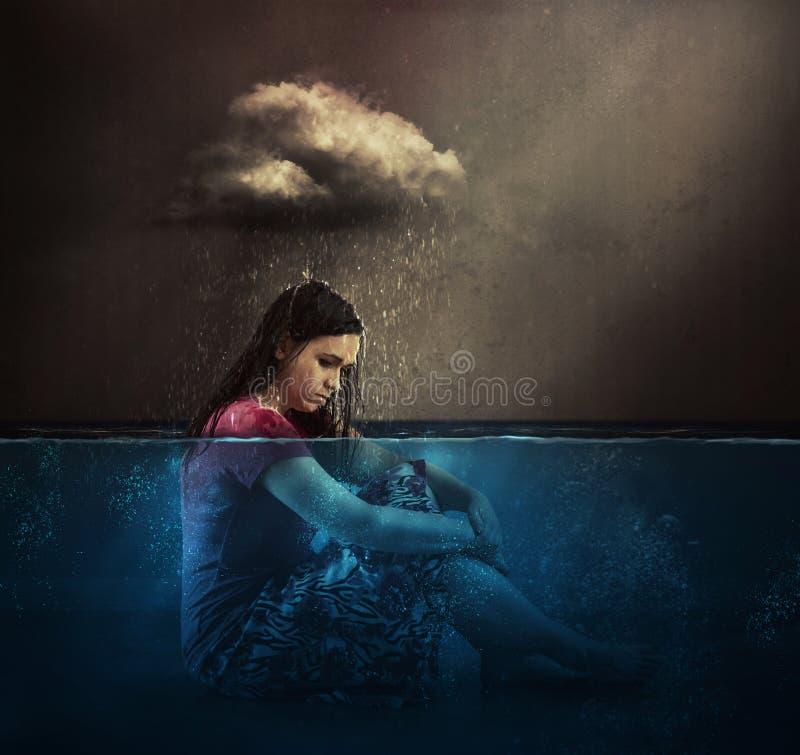 Nuvem da mulher e de chuva fotos de stock