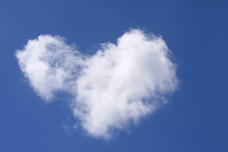 Download Nuvem dada forma coração imagem de stock. Imagem de shaped - 16867635