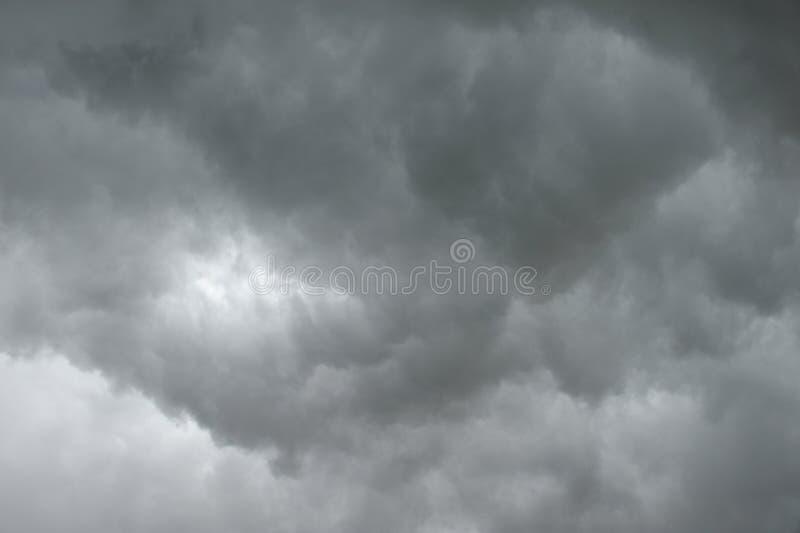 Nuvem de chuva escura fotografia de stock