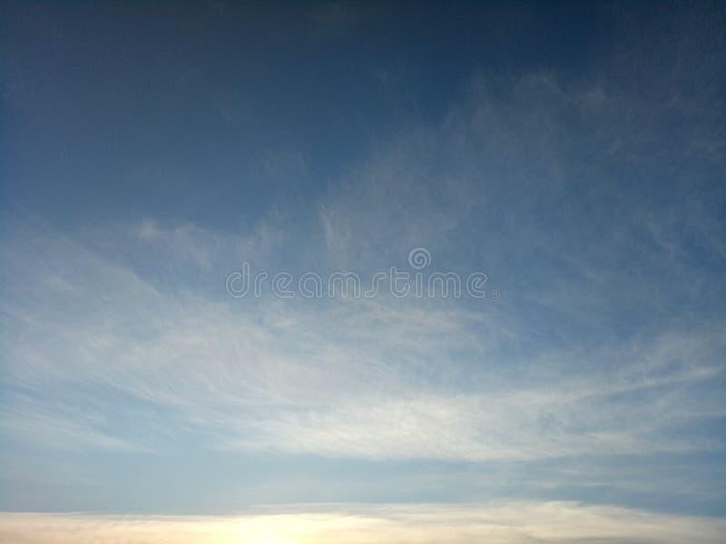 Nuvem de cirro bonita no céu imagem de stock royalty free