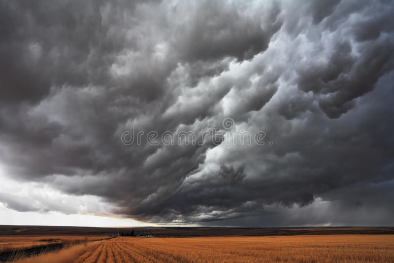 A nuvem de tempestade maciça fotografia de stock