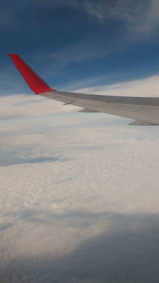 Nuvem do céu do voo do avião da asa de voo fotos de stock royalty free