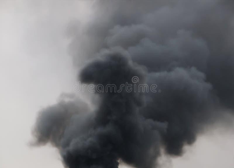 Nuvem do fumo do preto escuro foto de stock royalty free