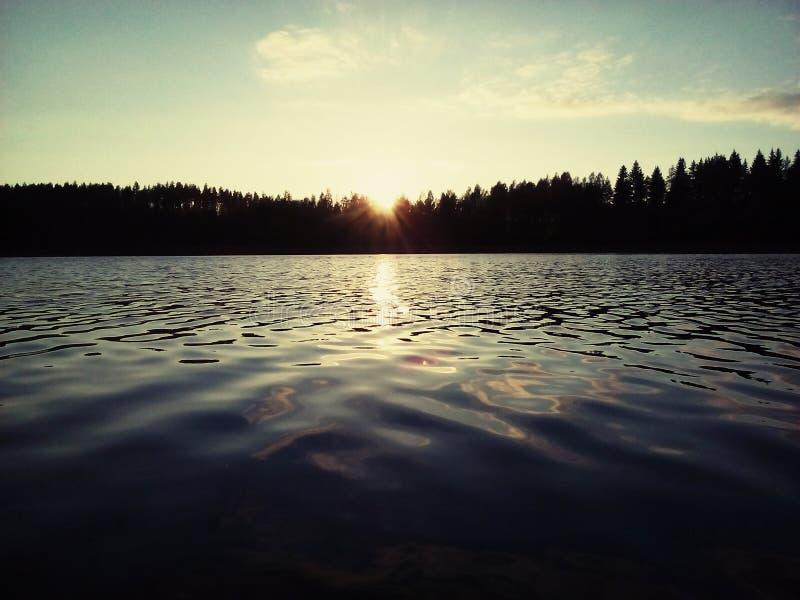 Nuvem do por do sol do lago do outono de Finlandia Savonlinna imagem de stock