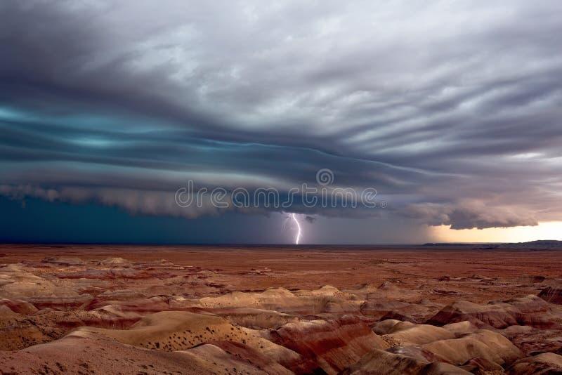 Nuvem dramática da prateleira antes de uma linha de temporais severos fotos de stock royalty free