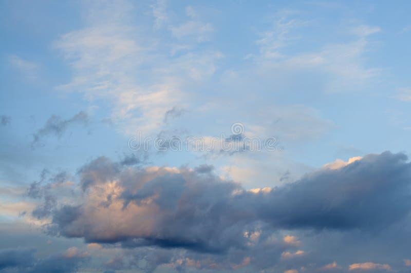 Nuvem dramática do céu, clima de tempestade escuro imagem de stock royalty free