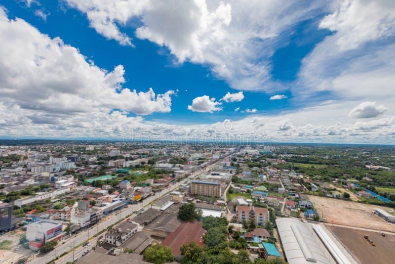 Nuvem e céu bonitos na cidade fotos de stock royalty free