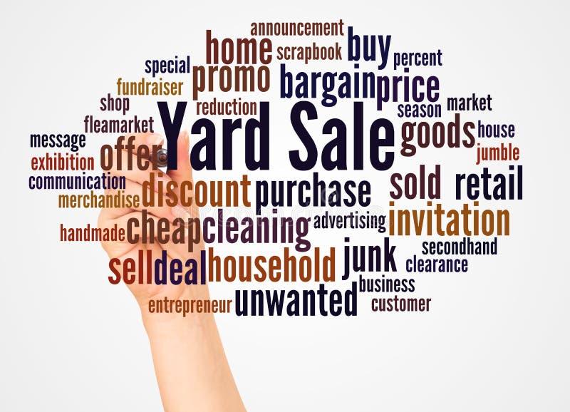Nuvem e mão da palavra da venda de jardim com conceito do marcador fotografia de stock royalty free