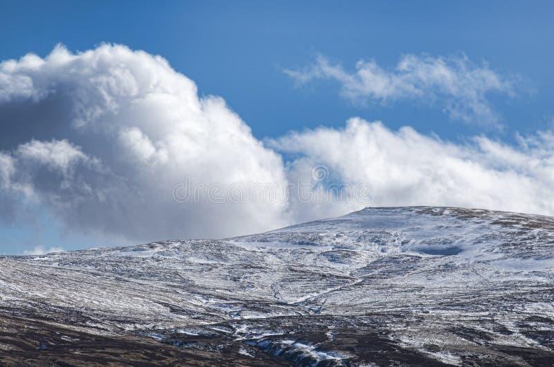 Nuvem e monte de pedras foto de stock