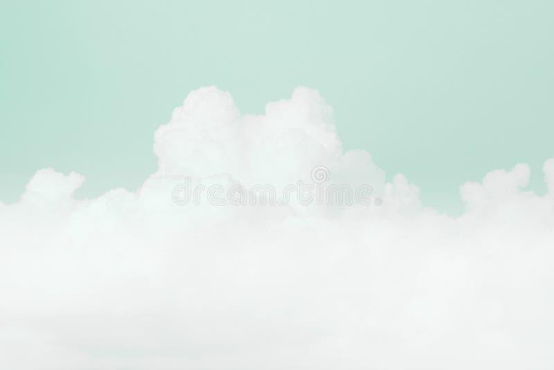 Nuvem macia do céu, fundo macio pastel da cor verde do céu imagem de stock