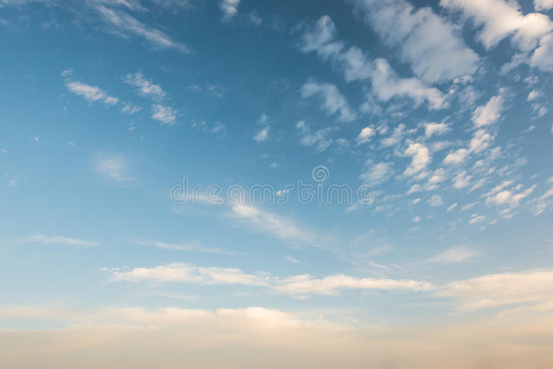 Nuvem no céu na noite fotografia de stock