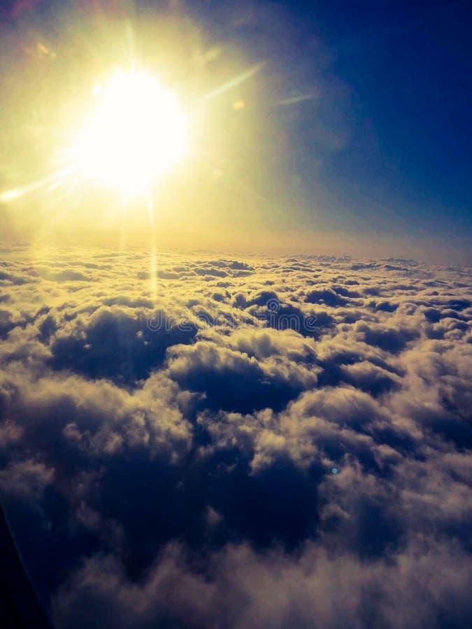 Nuvem sob o sol imagem de stock