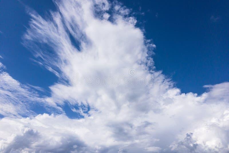 Download Nuvens foto de stock. Imagem de azul, chuva, céu, água - 107529418