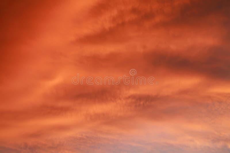 Nuvens alaranjadas grossas imagem de stock royalty free