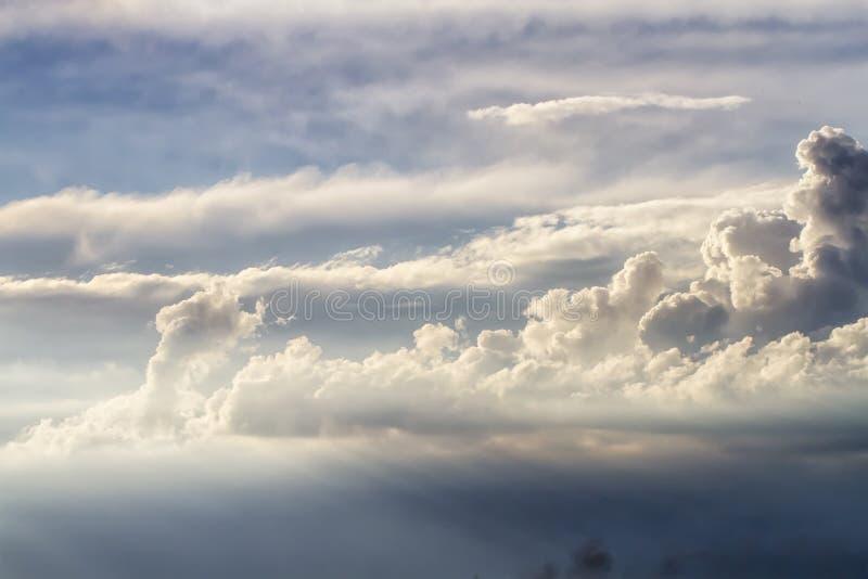 Nuvens antes da chuva fotos de stock