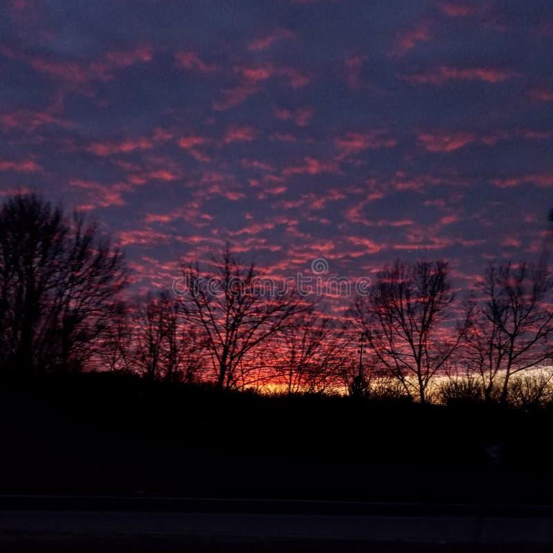 Nuvens ao céu noturno fotografia de stock royalty free