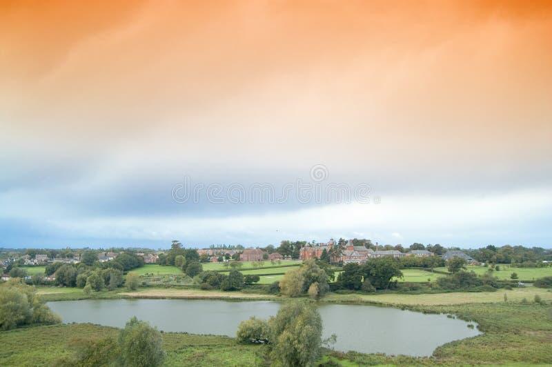 Nuvens arrebatadoras e paisagem imagens de stock royalty free
