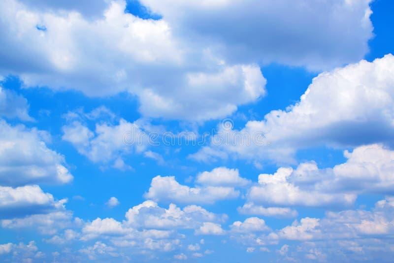 Nuvens brancas com céu azul 171018 0140 imagem de stock royalty free