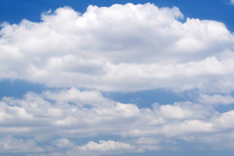 Nuvens brancas no céu foto de stock royalty free