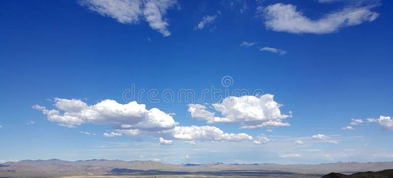 Nuvens brancas no céu azul fotos de stock royalty free