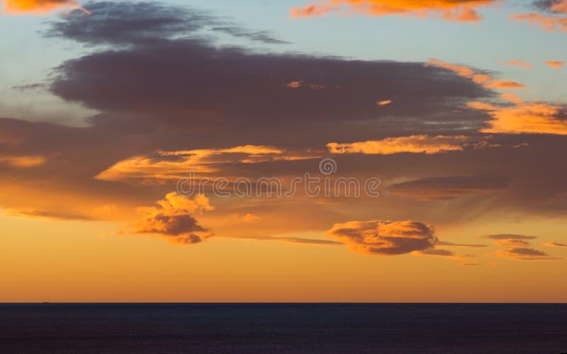 Nuvens & céu do inverno do Oceano Índico foto de stock